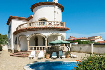 Poolvilla von Interchalet an der Costa Dorada